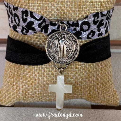 Pack pulseras elásticas San Benito y cruz de nácar [3]