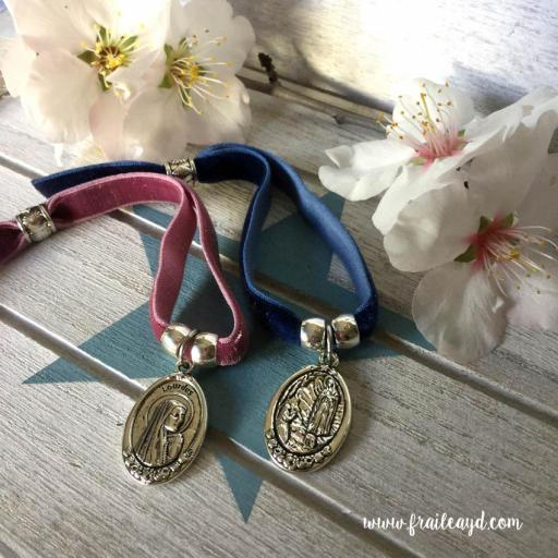 Pulsera terciopelo elástico medalla Virgen de Lourdes [1]