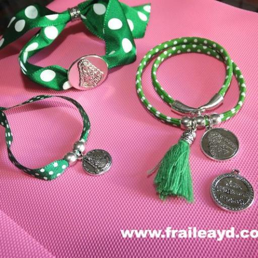 Pulsera cinta de lunares verdes medalla Virgen del Rocío pequeña [3]