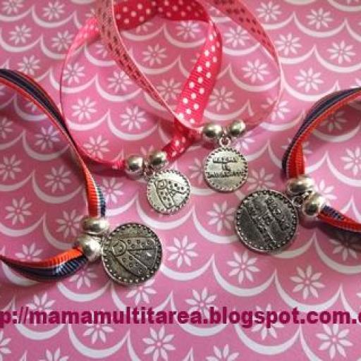 Pulseras de cinta y medalla virgencita