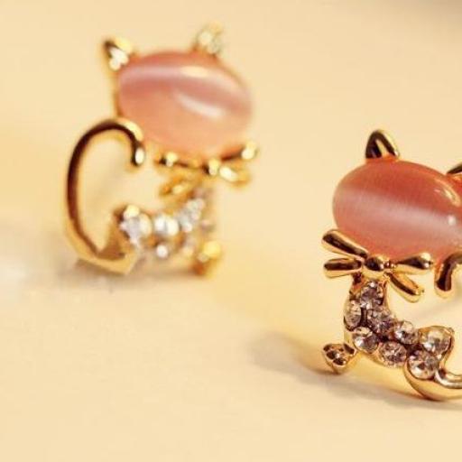 endientes en forma de gato con pequeños cristales de Rhinestone