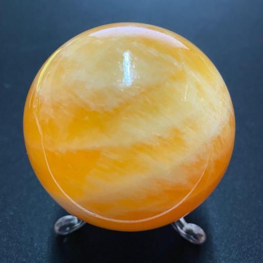 Esfera de Calcita Amarilla 60mm con peana de metraquilato