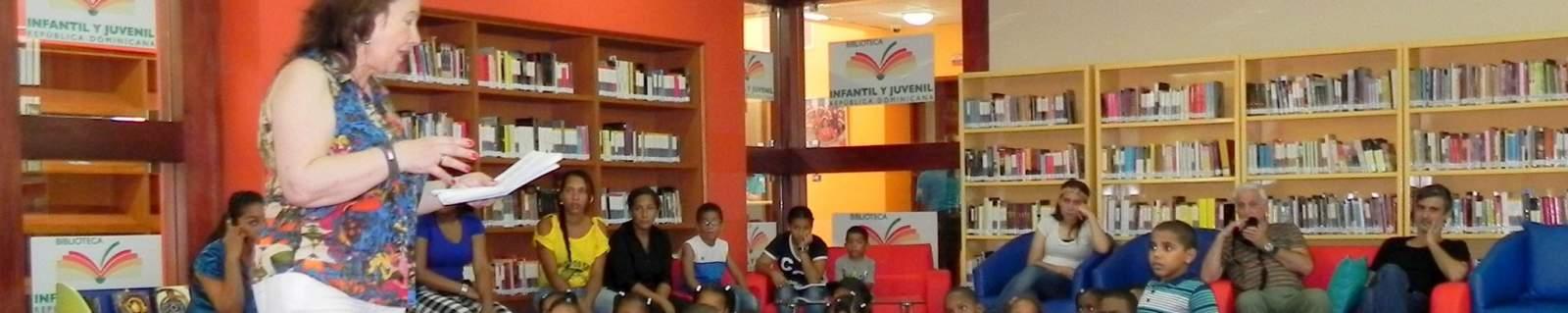 Encuentro de la escritora Mª Esther García con los niños y niñas de República Dominicana