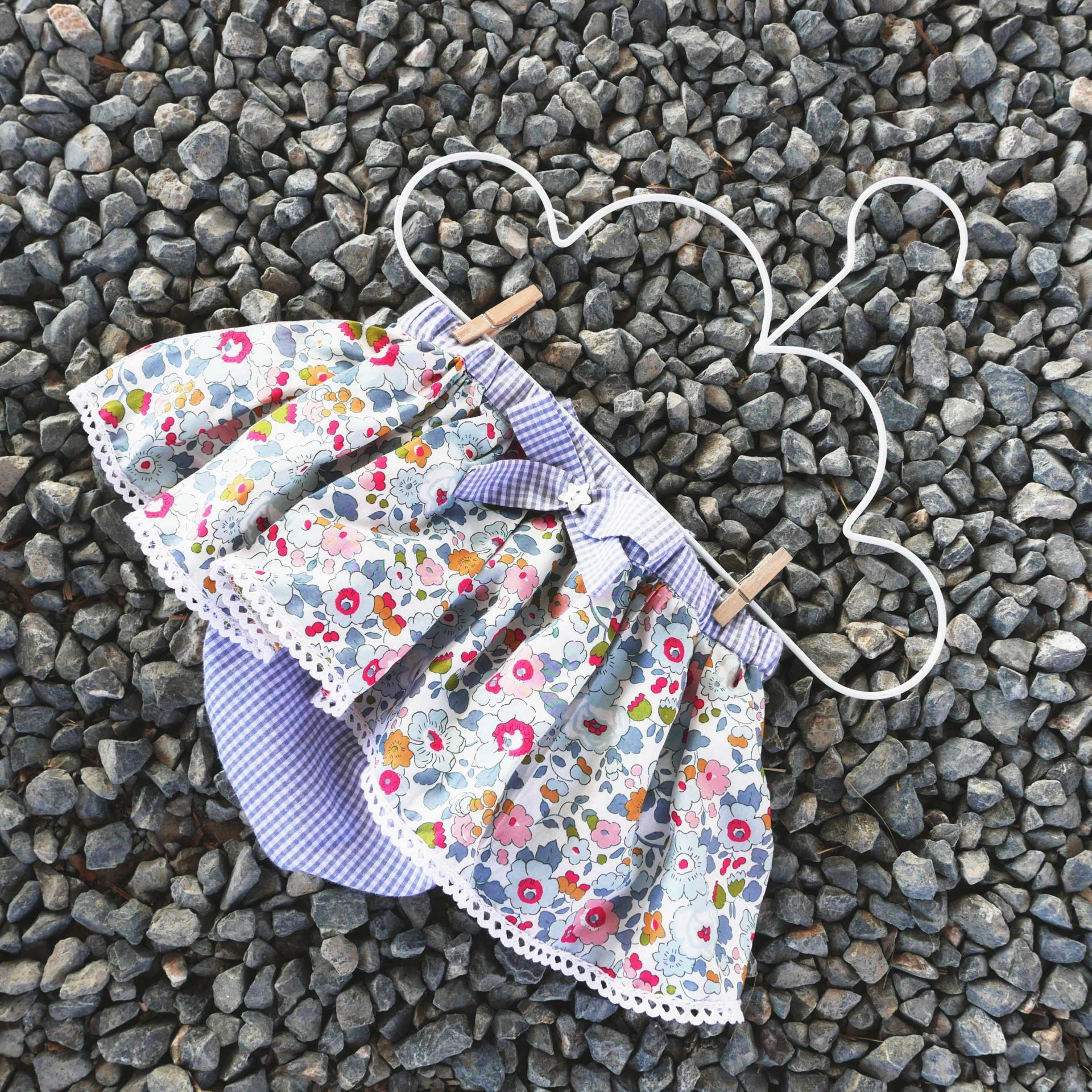 Cubrepañal y Bombacho con falda para bebés y niñas