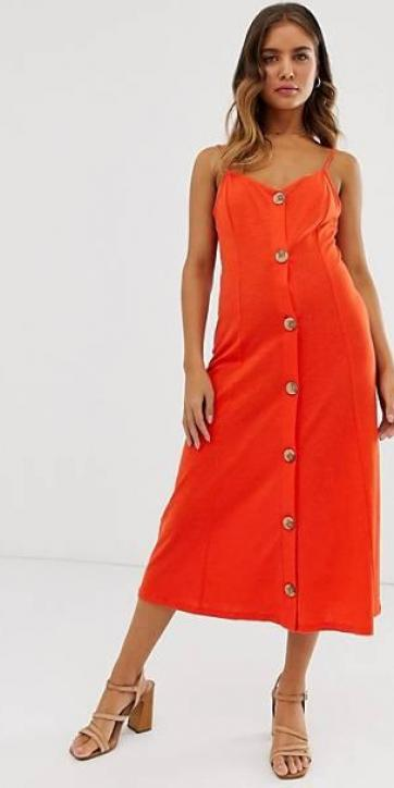 Vestido rojo midi de tirantes con botones de efecto madera y diseño moteado