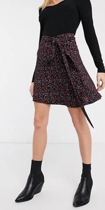 Falda cruzada negra