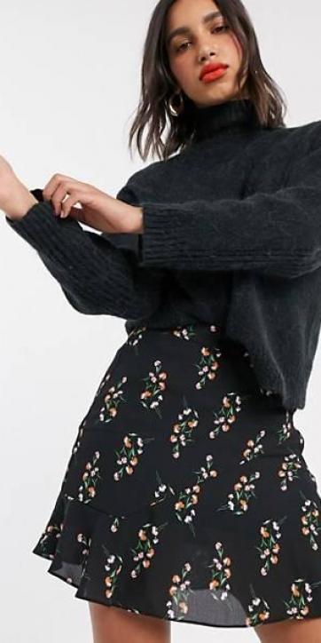 Minifalda con vuelo floral