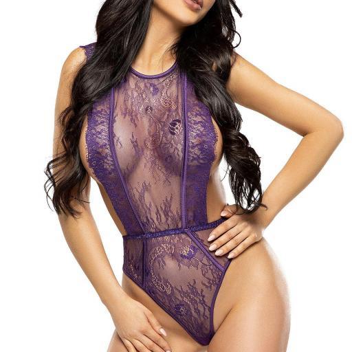 Body púrpura que subraya las nalgas