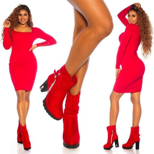 Botines rojos con remaches brillantes