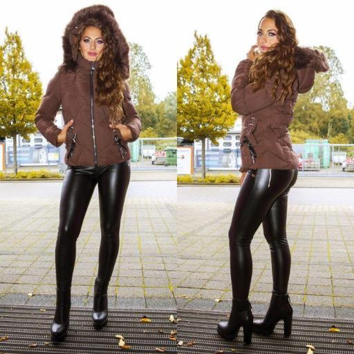Chaqueta de invierno marrón con capucha