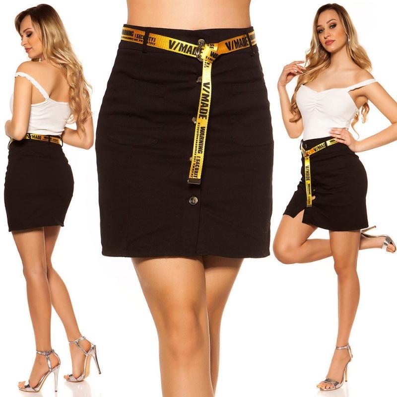 Falda con botones y cinturón negro