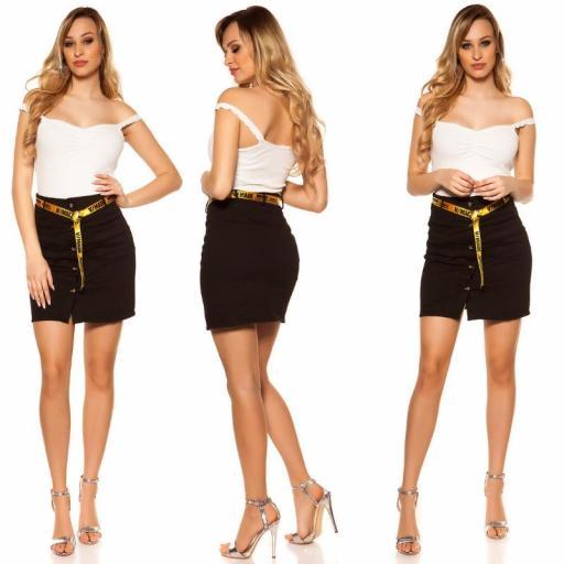 Falda con botones y cinturón negro [3]
