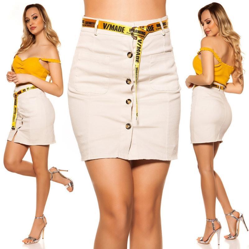 Falda con botones y cinturón beige