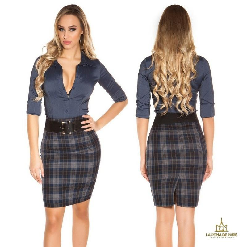Falda de cuadros claros con cinturón