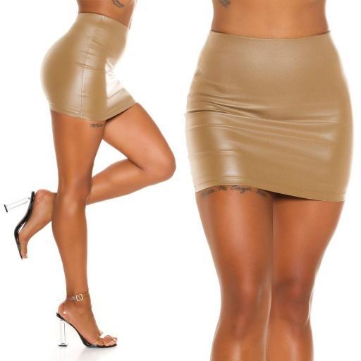 Minifalda imitación piel beige