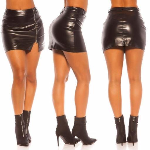 Minifalda pegadita de cuero negro [2]