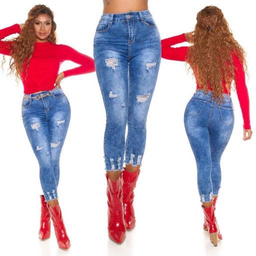 Jean ajustado rasgado de moda
