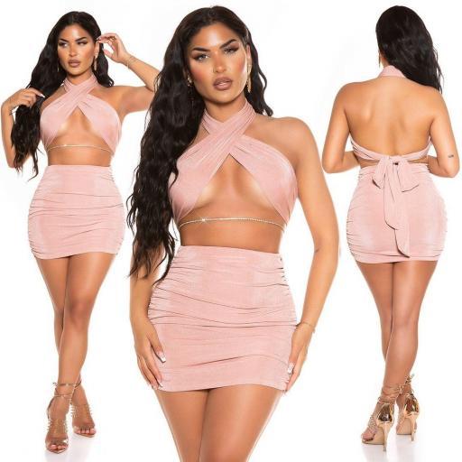 Minifalda con top rosa conjunto