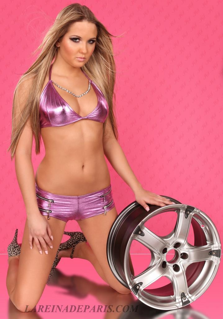 Top púrpura metalizado con cadena
