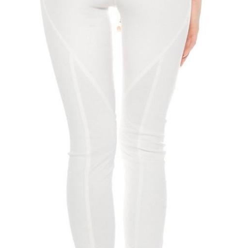 Pantalón de cuero y tela blanca [3]