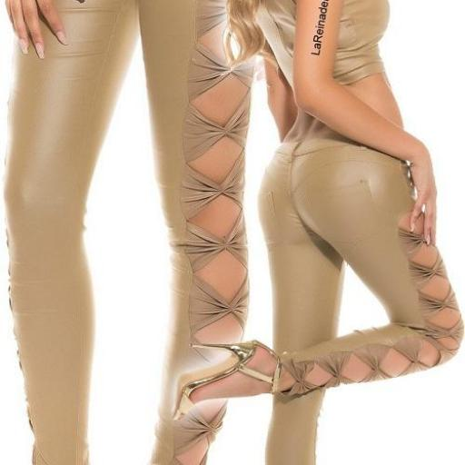Pantalón entallado beige símil piel [1]