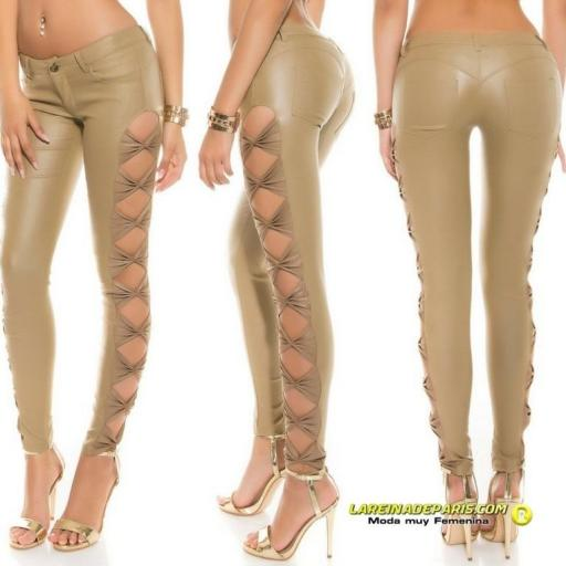 Pantalón entallado beige símil piel [2]