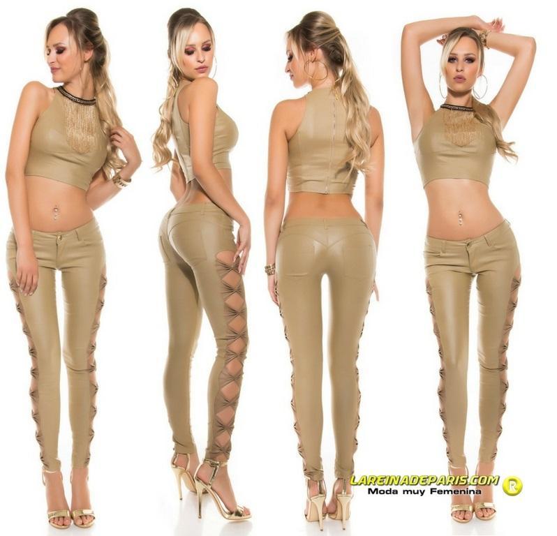 Pantalón entallado beige símil piel