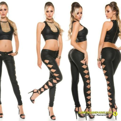 Pantalón ajustado negro símil piel [3]