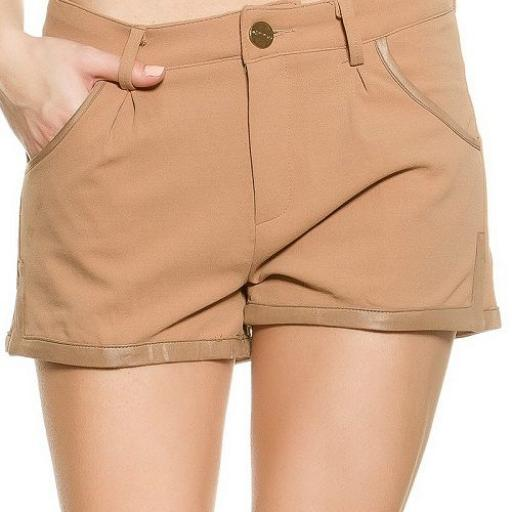 Pantalón femenino corto de moda