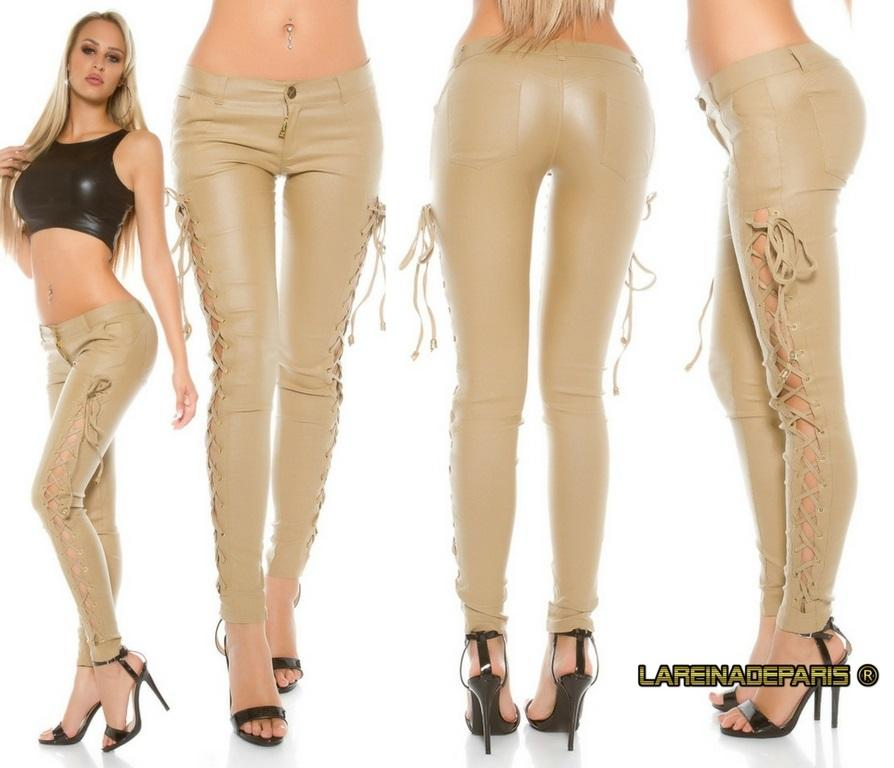 Pantalón de cuero beige con cordones