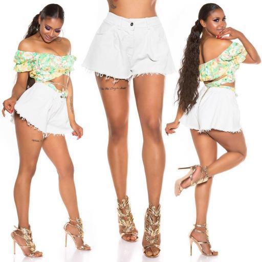 Pantalón corto de pierna ancha beige