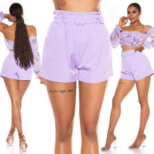 Pantalón corto con cinturón lila