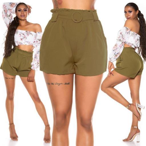Pantalón corto con cinturón khaki