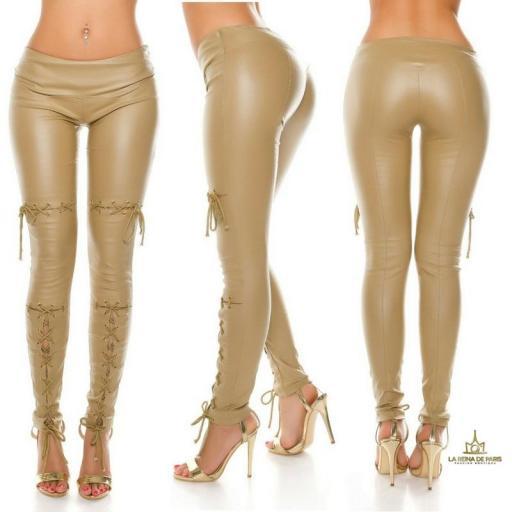 Pantalones efecto cuero con lazos beige