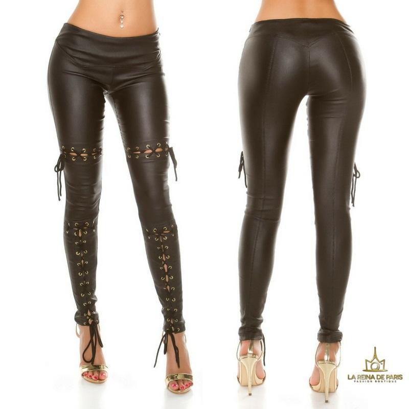 Pantalones efecto cuero con lazos negro