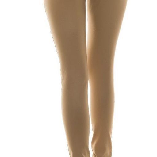 Pantalón ceñido cuero con remaches [2]