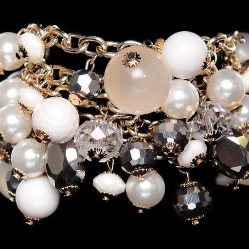 Pulsera de perlas crema