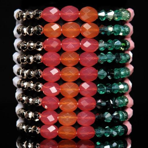 Pulsera de diferentes perlas de colores