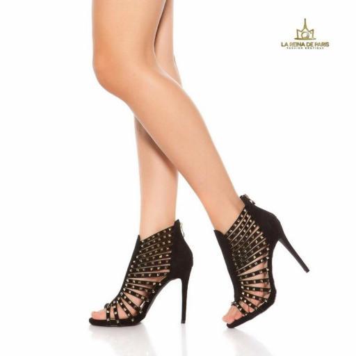 Sandalias negras de tacón con tachuelas [1]