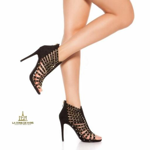 Sandalias negras de tacón con tachuelas [2]