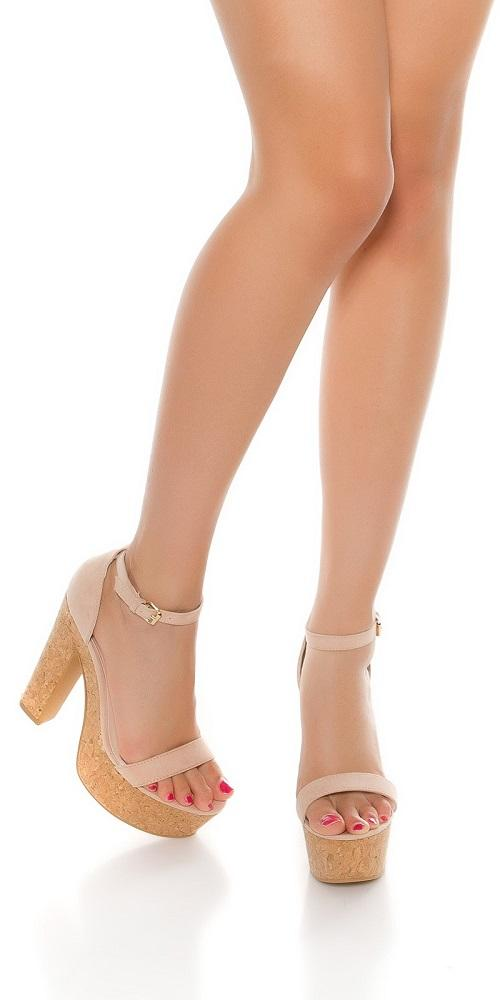Sandalia rosa de tacón alto de corcho