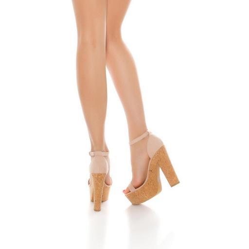 Sandalia rosa de tacón alto de corcho [1]