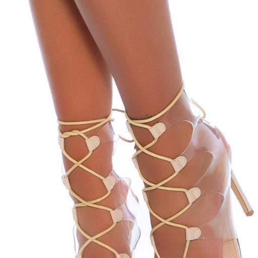 Sandalias de tacón con cordones beige