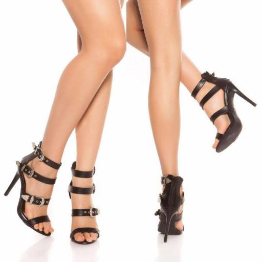 Sandalias negras de triple hebillas