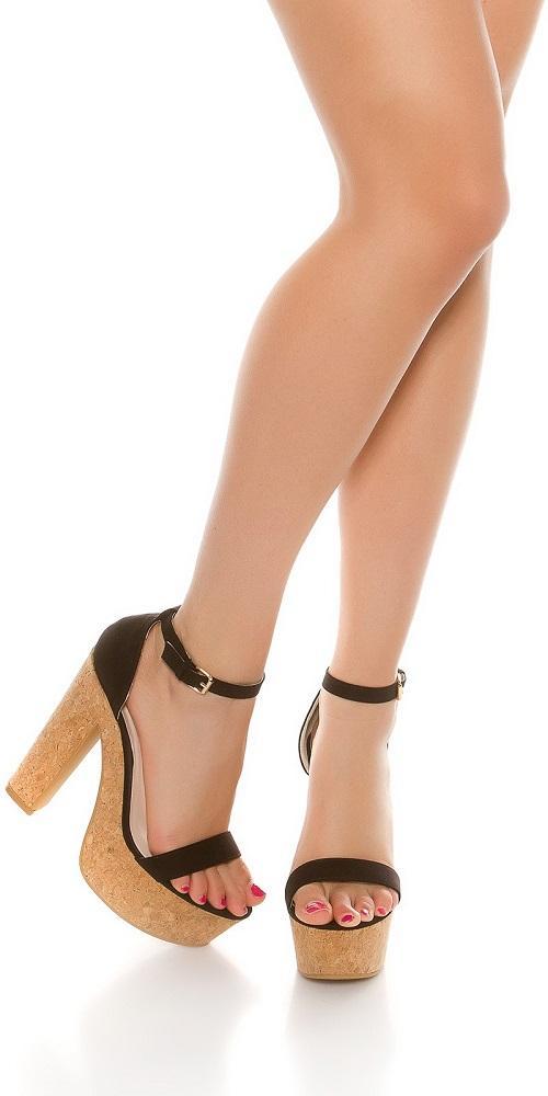 Sandalia negra de tacón alto de corcho
