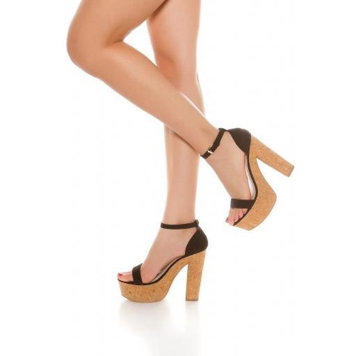 Sandalia negra de tacón alto de corcho [2]