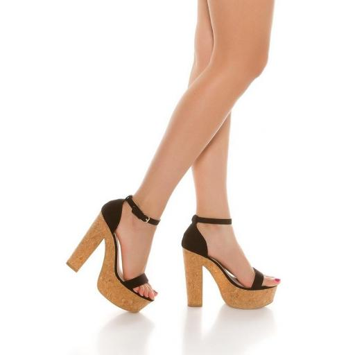 Sandalia negra de tacón alto de corcho [3]