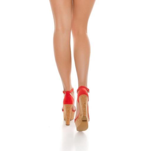 Sandalia roja de tacón alto de corcho [1]