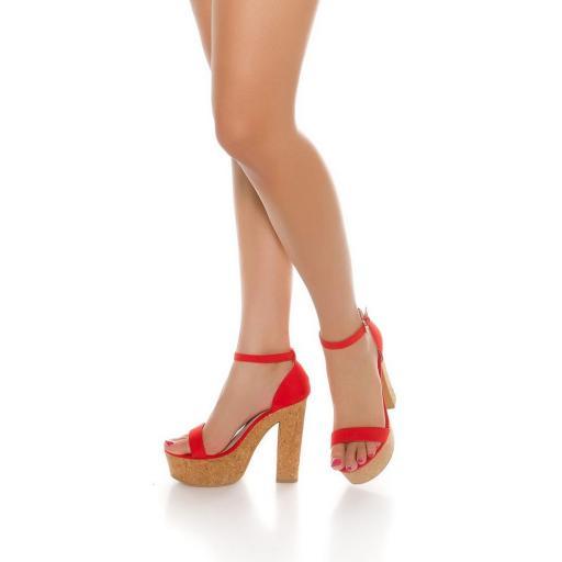 Sandalia roja de tacón alto de corcho [3]