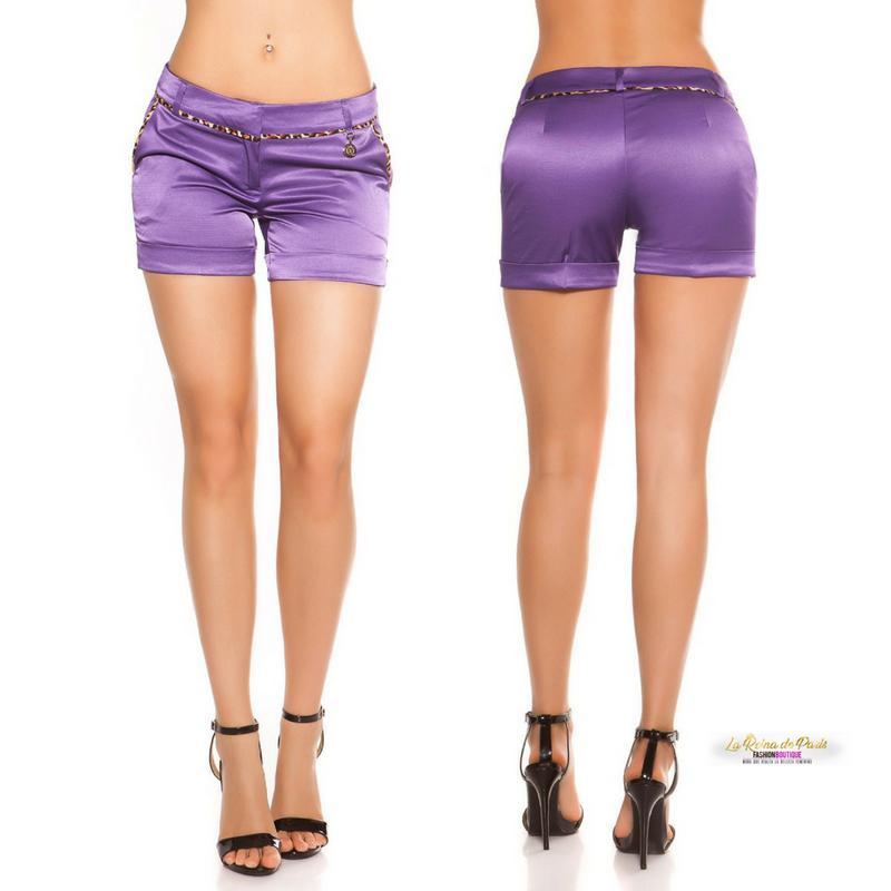Shorts púrpura satinados con leopardo